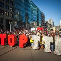 Foto: TTIP+CETA_15-10-10_16 von campact (Flickr) mit CC BY-NC 2.0 Lizenz